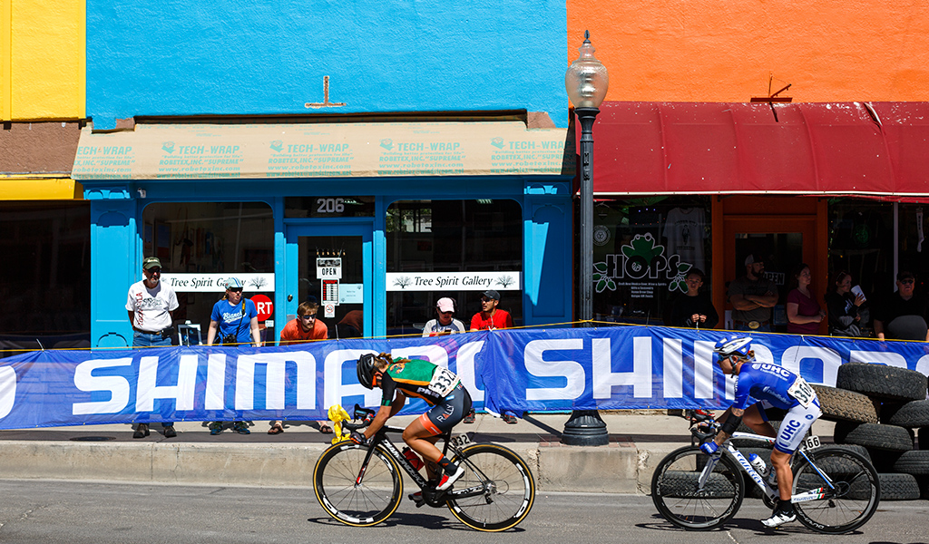Heather Fischer (Rally Cycling) and Linda Villumsen (UnitedHealthcare) during the women's criterium.