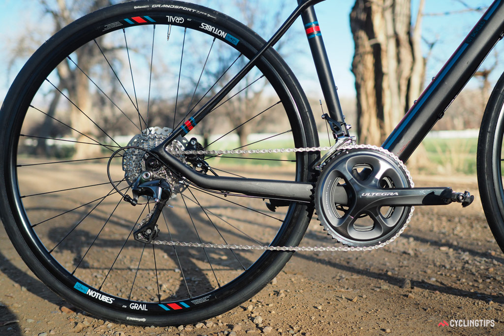 GT fits the flagship Grade Carbon model with a complete Shimano Ultegra drivetrain and wide-range ratios, including a 52/36T crankset and 11-32T cassette.