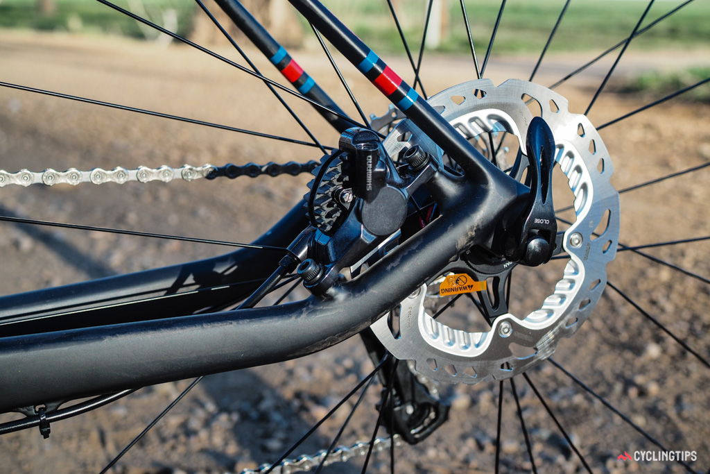 Flat mount disc interfaces are rapidly taking over in the road world but the GT Grade Carbon's post mounts still look clean thanks to the upward kink in the chainstay.