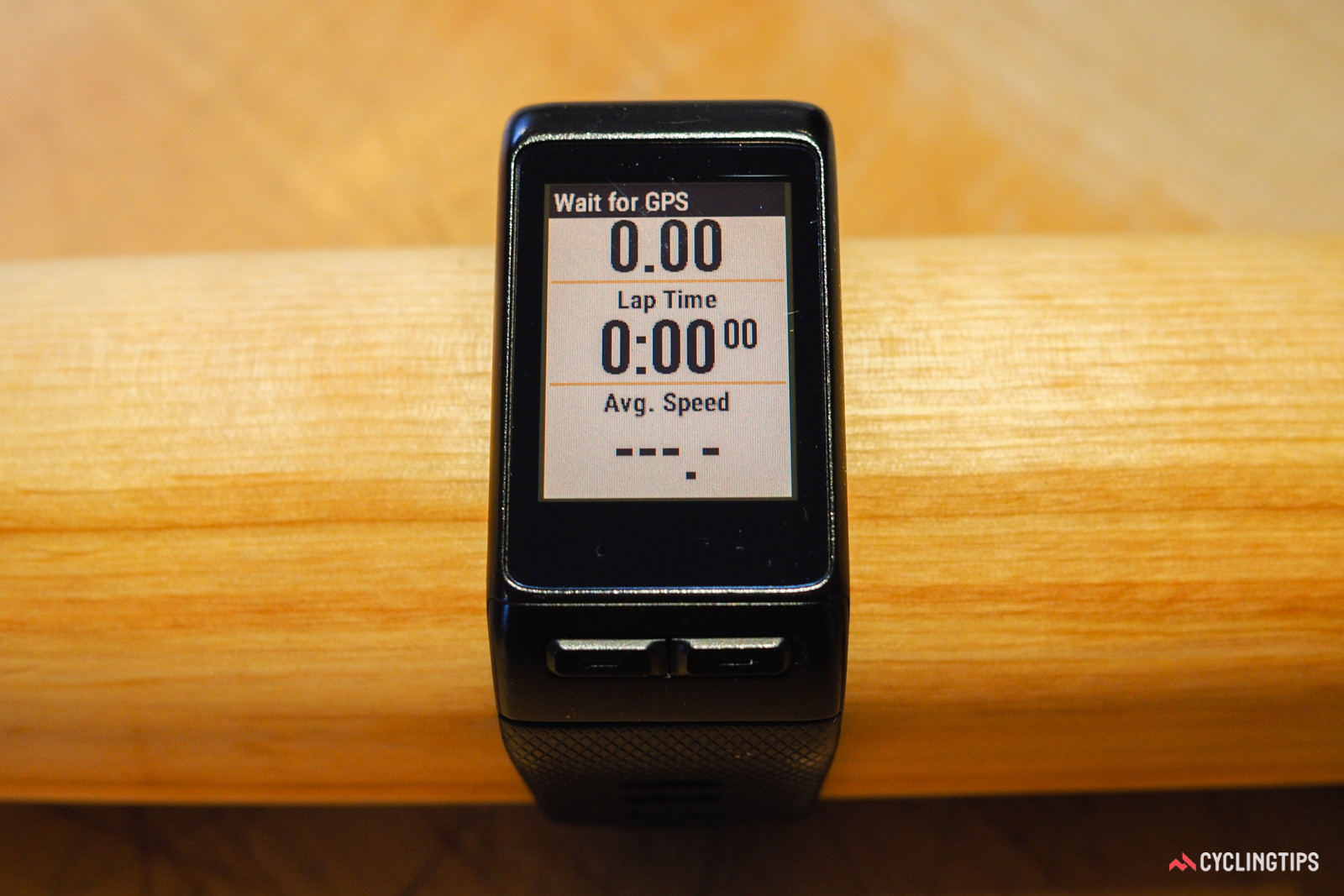 Switching between the different cycling data screens on the Garmin Vivoactive HR is done with simple swipes up and down.