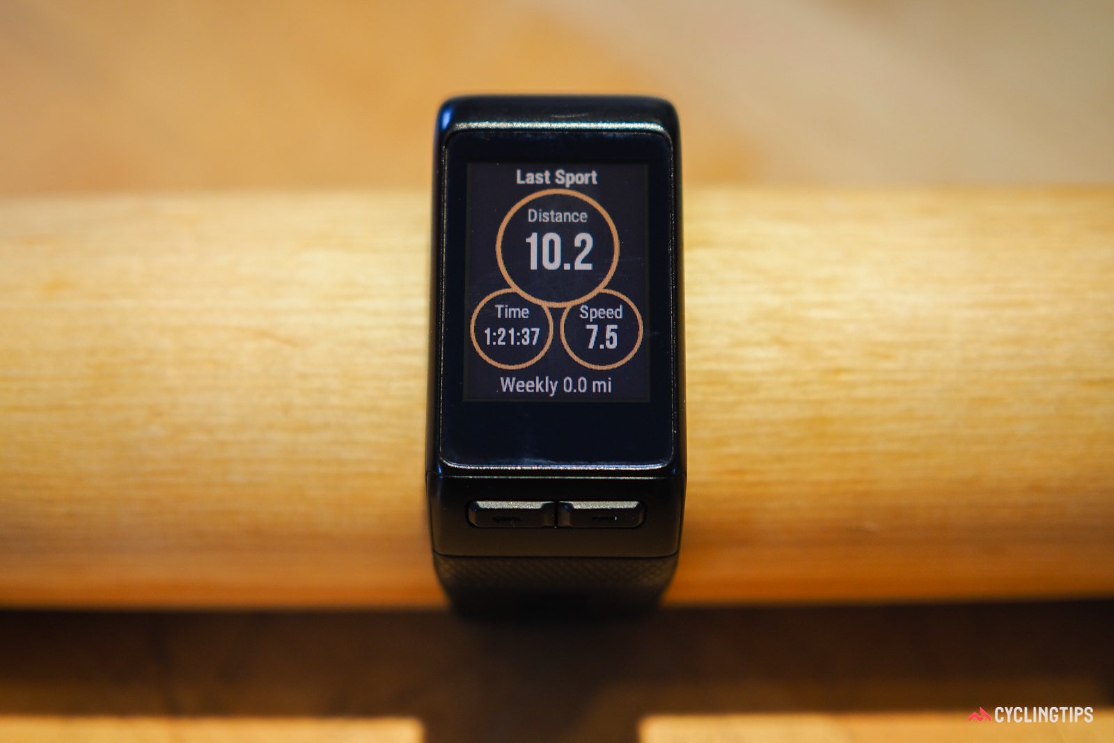 The Garmin Vivoactive HR keeps a log of past activities, each of which can be pulled up at will.
