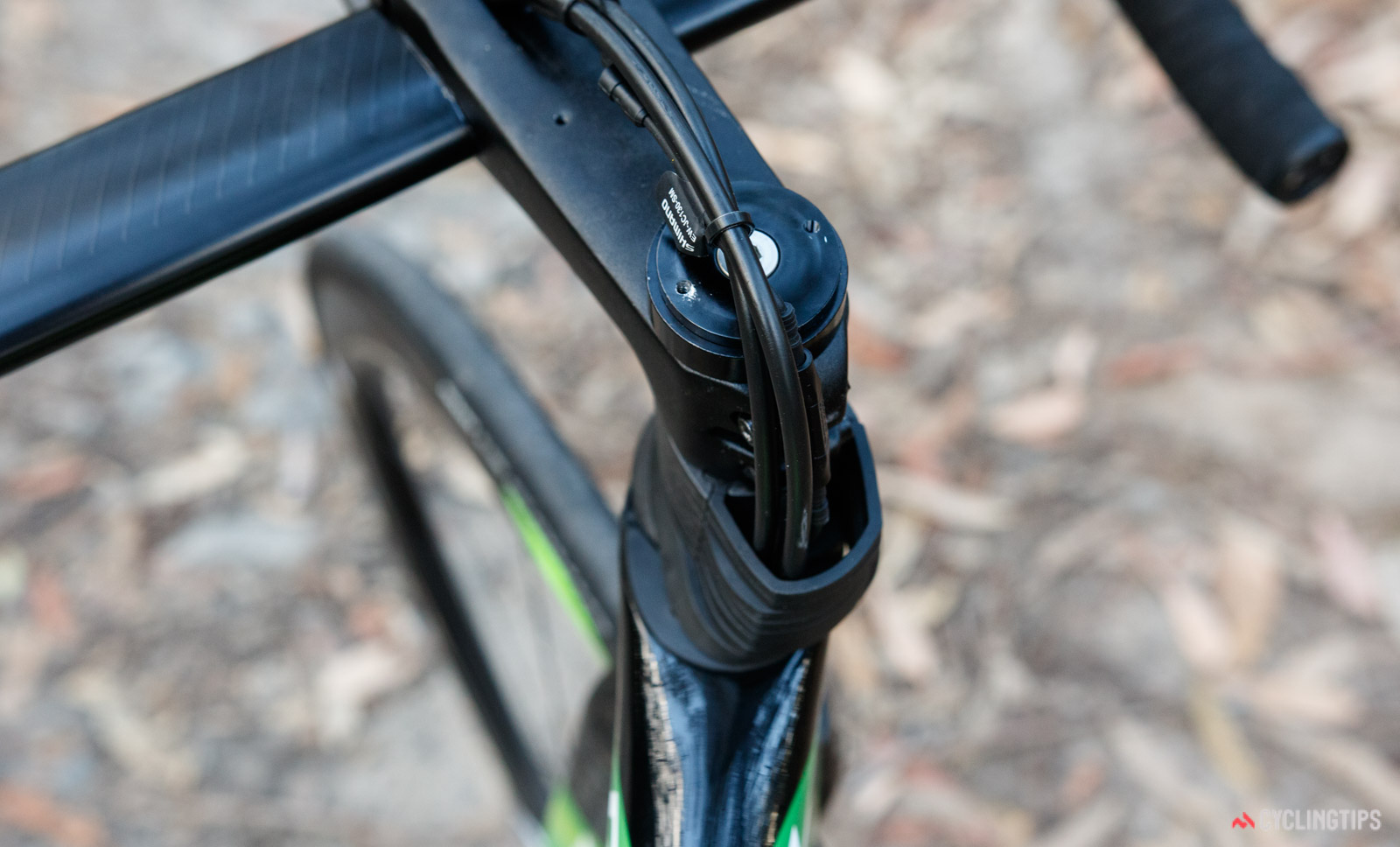 2018 Giant Propel Advanced Pro Disc front cable routing