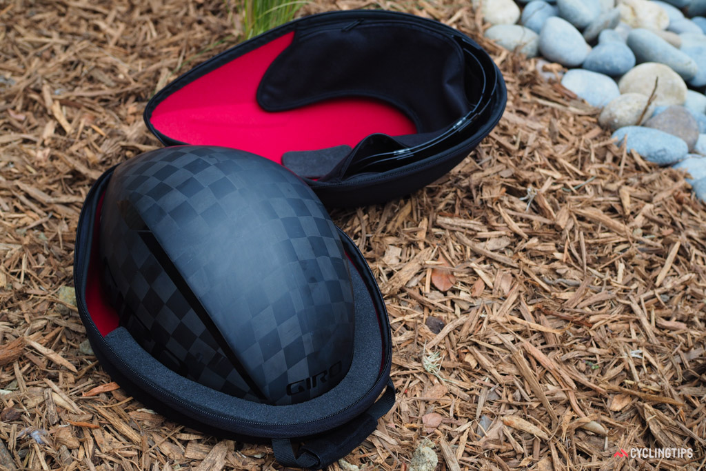 The custom EVA soft case is designed to protect your new Aerohead while in transit, along with up to two eye shields. It's included with the Aerohead Ultimate MIPS and optional with the standard Aerohead MIPS.