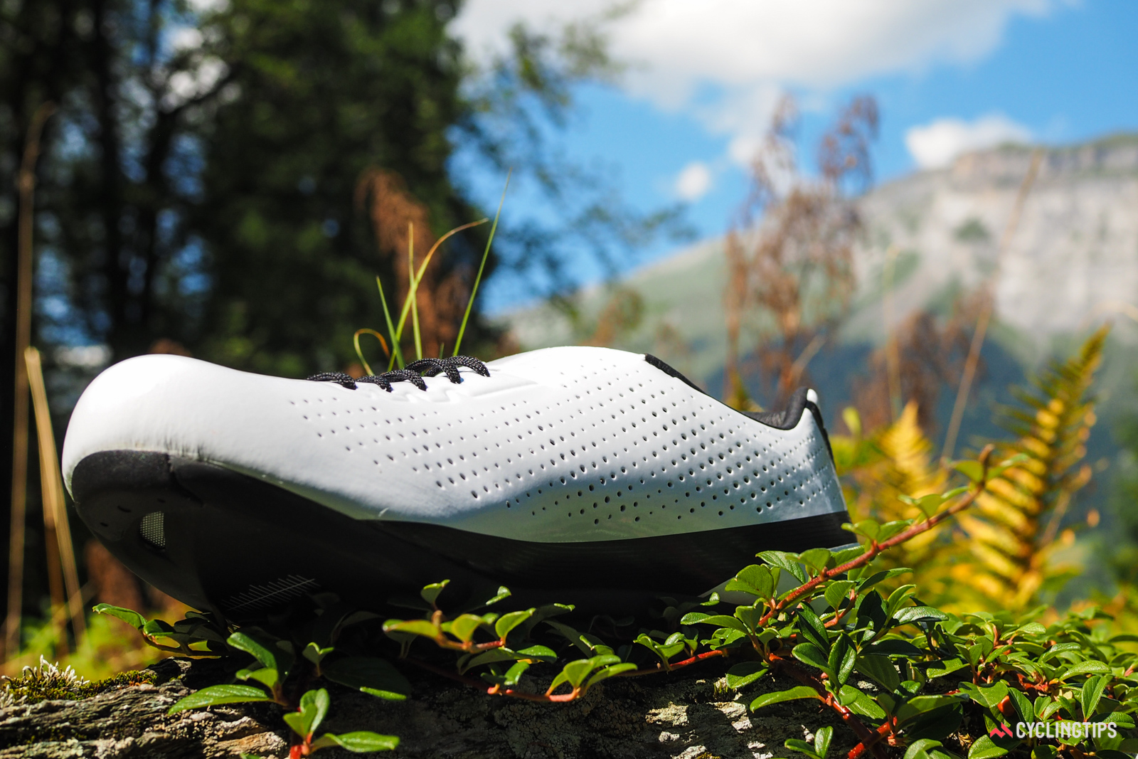 Generous perforations in the upper keep your feet quite comfortable, even in extreme heat and humidity. The inner side of the heel area is also armored with molded polyurethane to guard against wear from crankarm or tire rub.