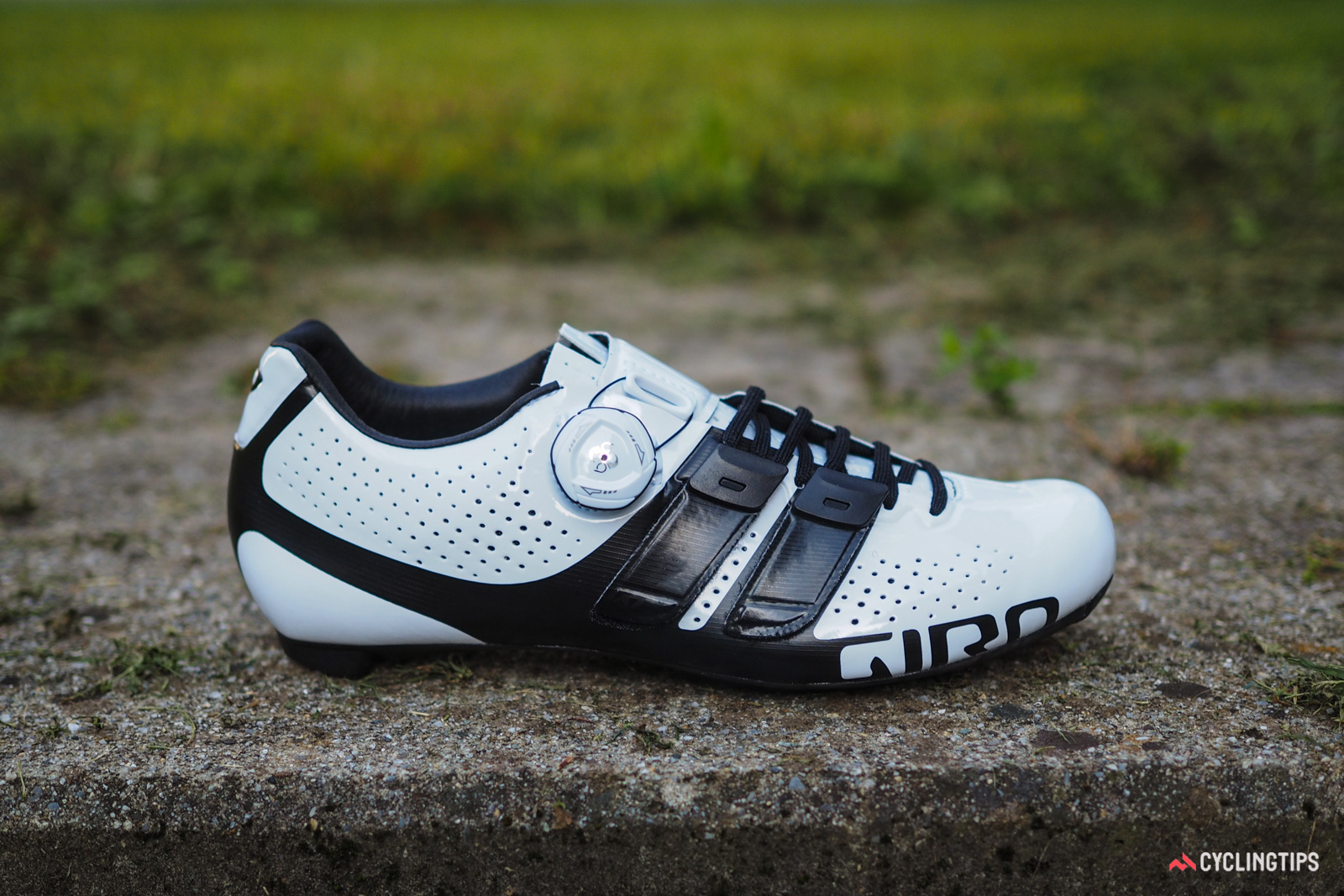 The new Giro Factress Techlace is built on a women-specific last with a lower overall volume and a narrower heel. Color options will be limited to just this white and black layout. Retail price will be US$350 / €350 when it begins arriving in shops in October. UK and AU pricing is TBC.