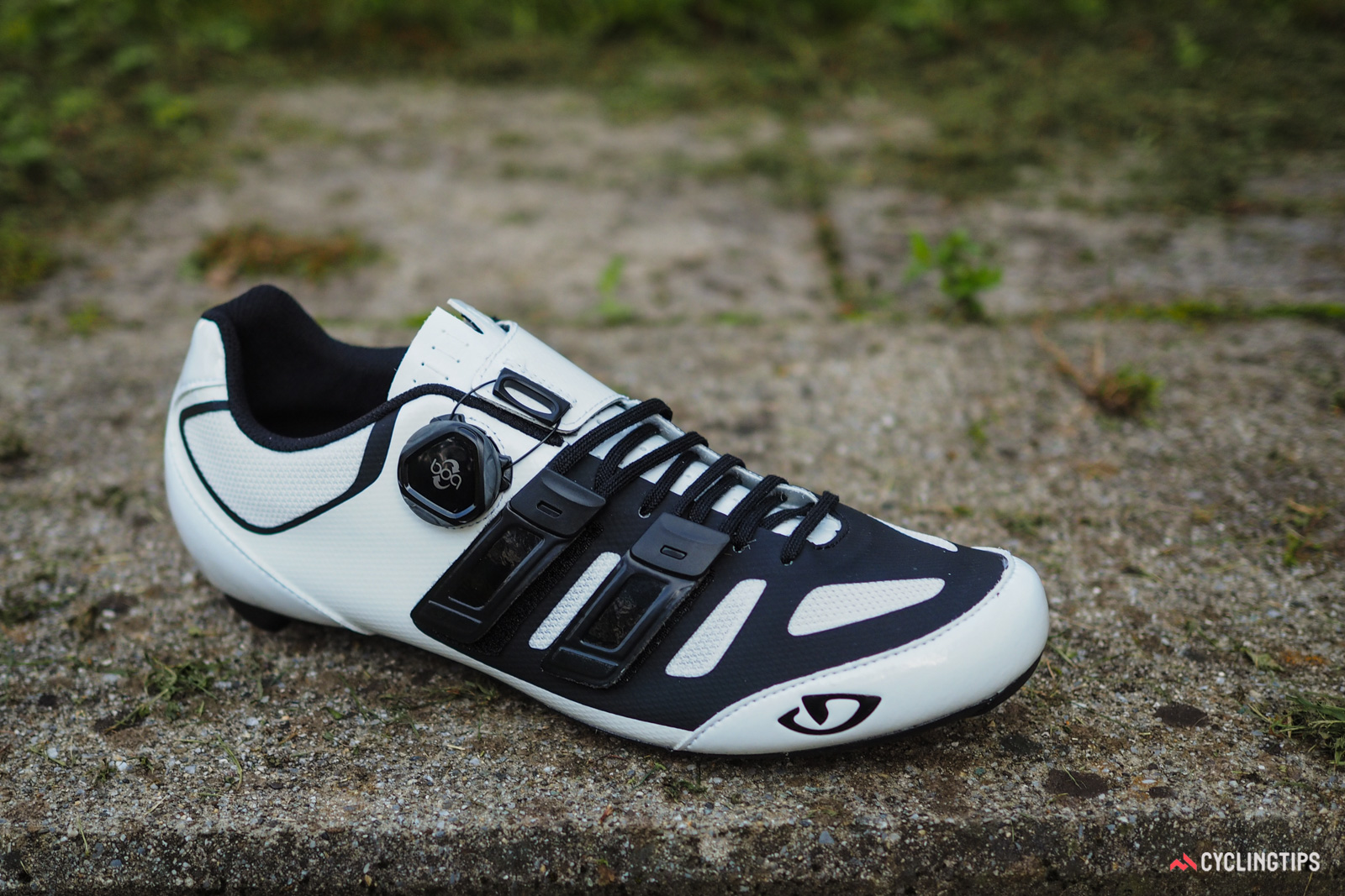 The Giro Sentrie Techlace shares the overall closure design with the top-end Factor Techlace but with a more conventional upper construction and a Boa L6 dial that omits the flagship IP1's micro-adjustable loosening function.