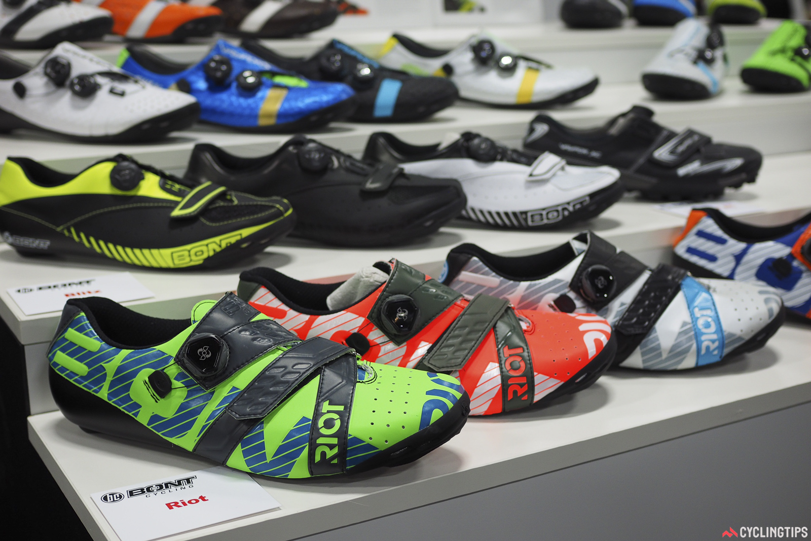 Bont's new Riot shoes are very reasonably priced at US$179 for the road version and US$199 for the MTB one, yet offer features similar to the company's top-end offerings. The sole uses carbon composite instead of true carbon fiber to save costs, but is still incredibly stiff, and the entire shoe is heat moldable for a customized fit. Shoes are slated to arrive in shops around November.