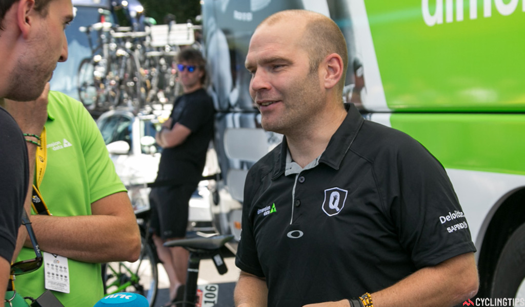 Roger Hammond, Team Dimension Data directeur sportif, has been given strong praise by Mark Cavendish for his work on the team.