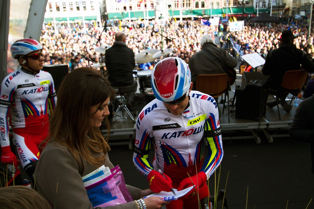 Lien grabs Alexander Kristoff's autograph for a young fan before the race. It's value leapt 8 hours later as the Norwegian crossed the line in Ooudenaarde to win.