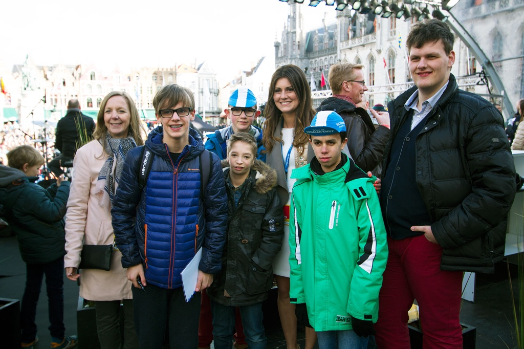 Lien with young cycling fans at the rider sign-on in Bruges.
