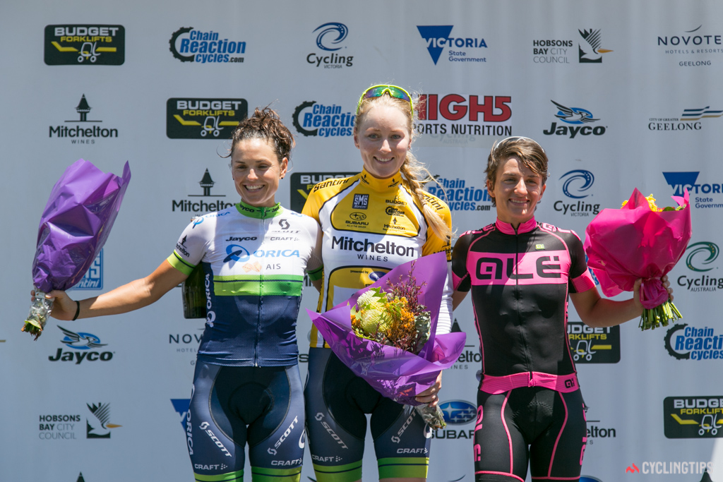 Gracie Elvin (centre) won the 2016 Bay Crits overall, ahead of Valentina Scandolara (right; 2nd) and Lizzie Williams (left; 3rd).