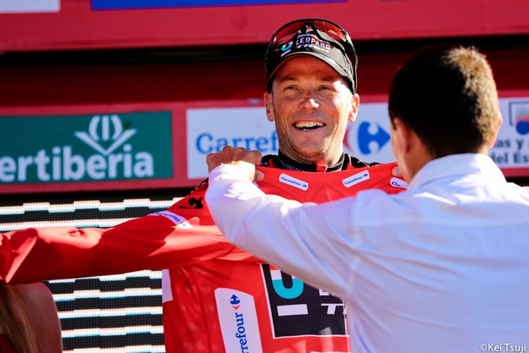 Horner took back his 3 second deficit and put 3 more seconds into Nibali to take the race lead.
