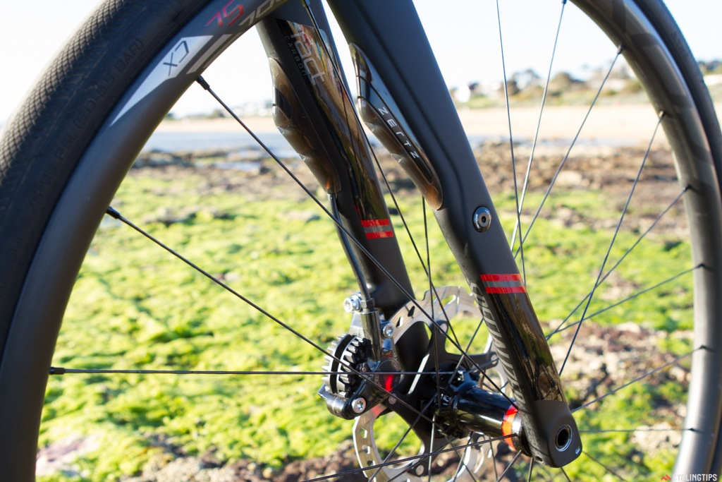 Below the Zertz you'll see a round hole on the fork where you can attach racks or fenders