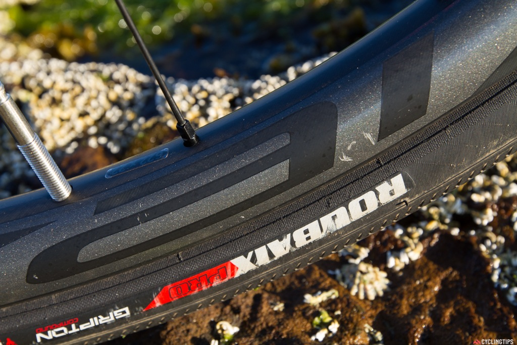 Specialized Roubaix Pro 700x30/32c tyres with BlackBelt protection and Endurant casing