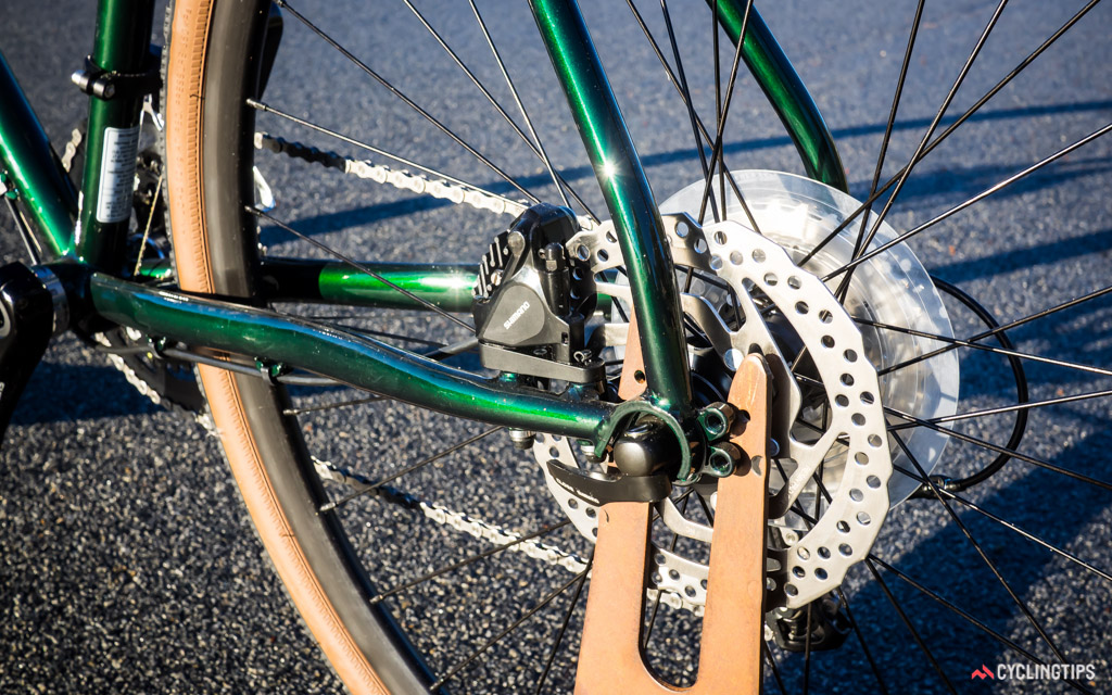 The Oppy S2 uses Shimano's flat-mount disc brake callipers and 160mm rotors, front and rear.