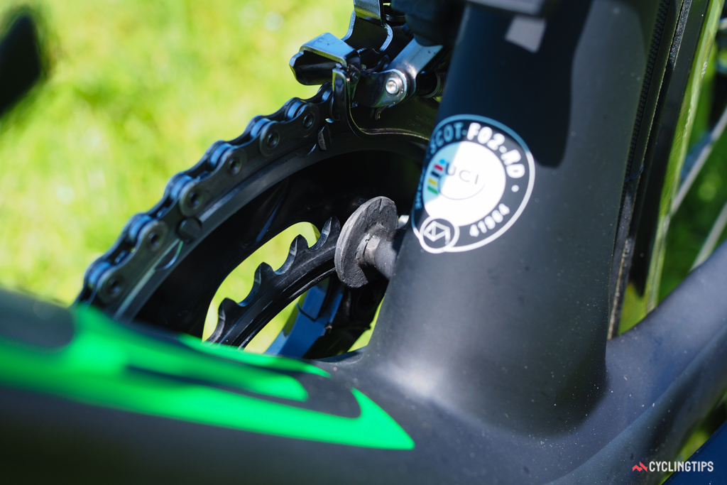 A carbon fiber chain catcher bolts directly to the seat tube.