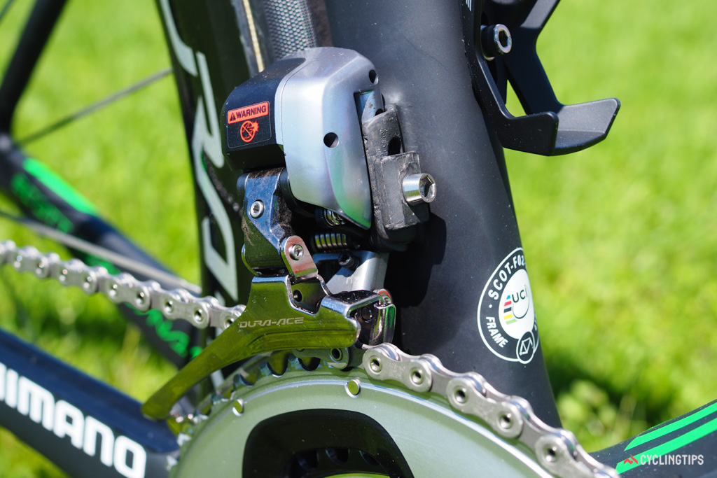 The Shimano Dura-Ace Di2 front derailleur is clamped to a carbon fiber tab.