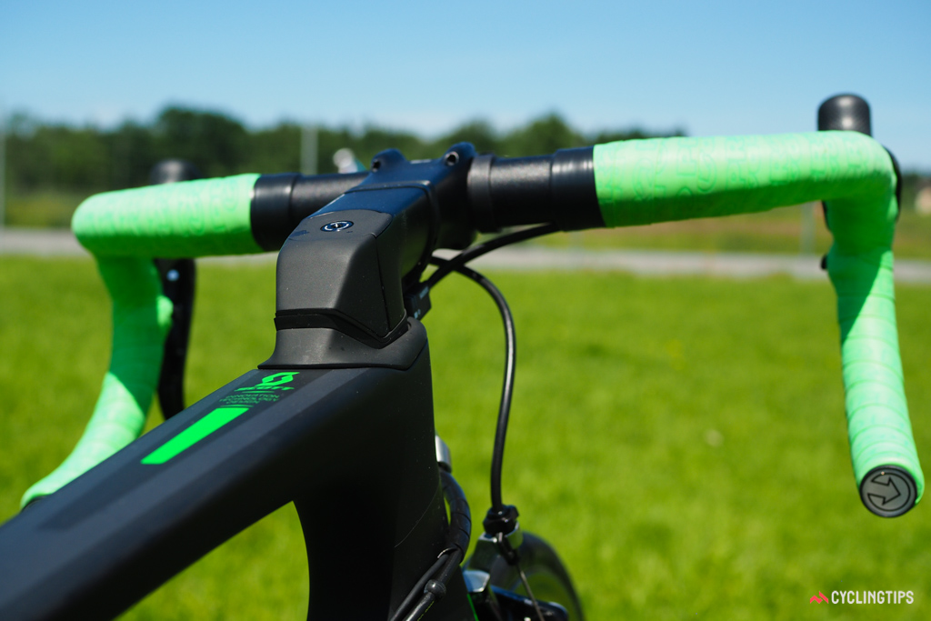 Scott recently redesigned the Foil with a more radically shaped stem and special spacers.