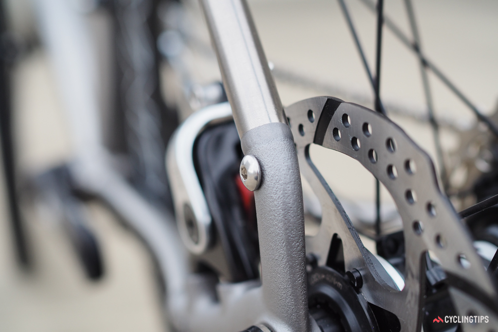 Reynolds' dropouts can also be customised with things like fender and rack mounts as shown here.