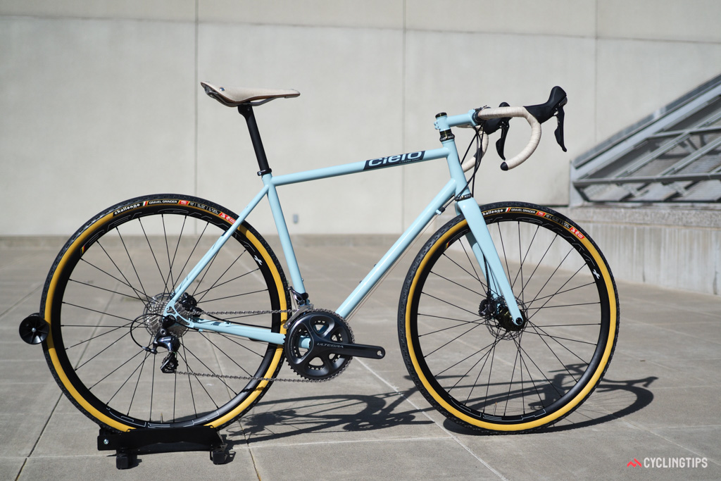 Cielo launched at NAHBS its new Base Racer, purpose-built for gravel riding and racing.