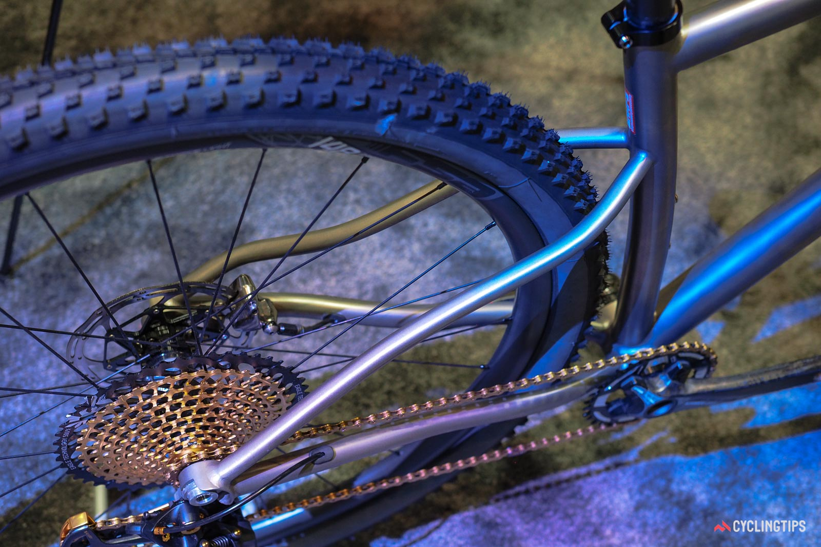 T-Red Hedera hardtail