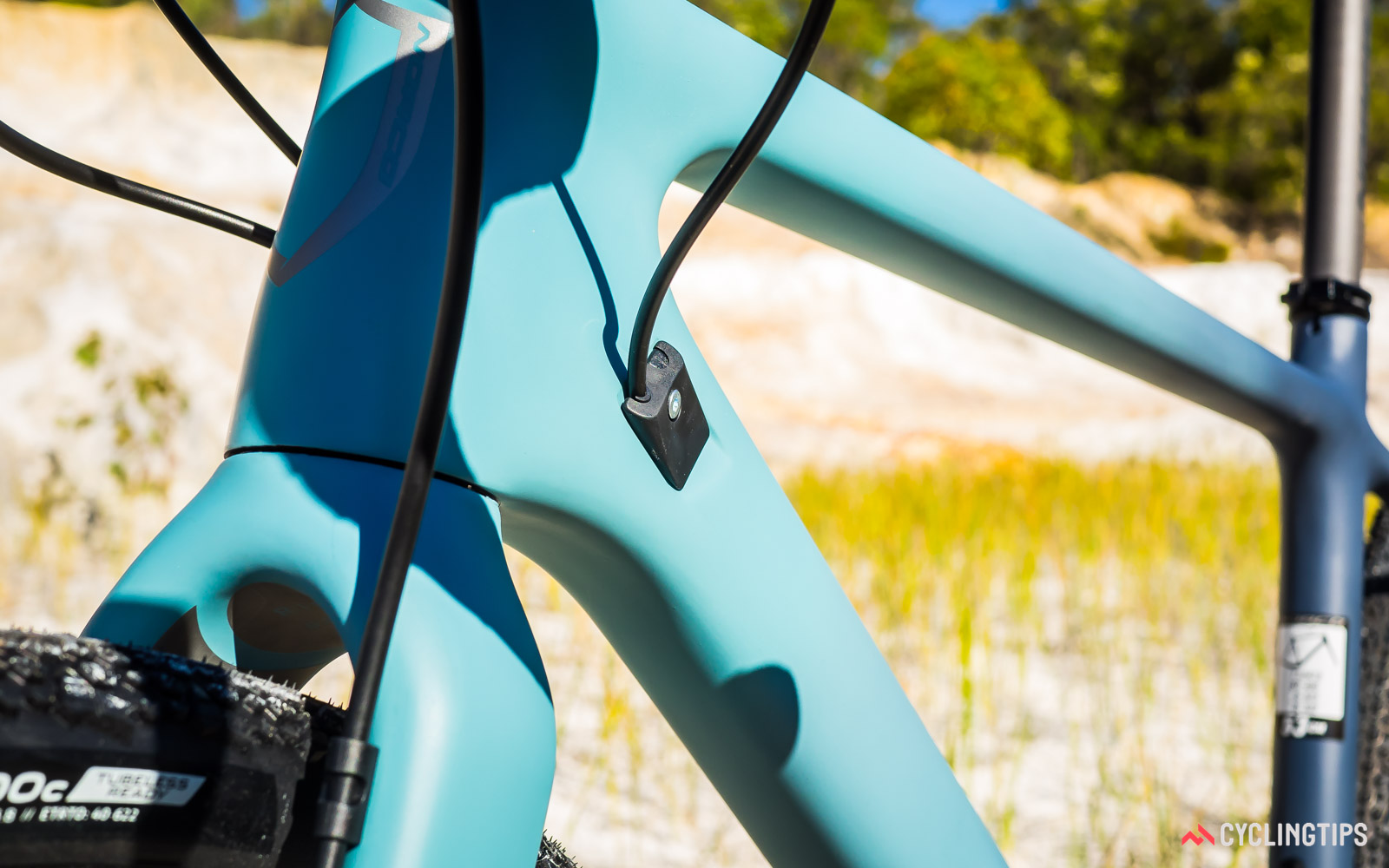 Norco-2018-Search-XR-Carbon-Ultegra-internal-cable-routing