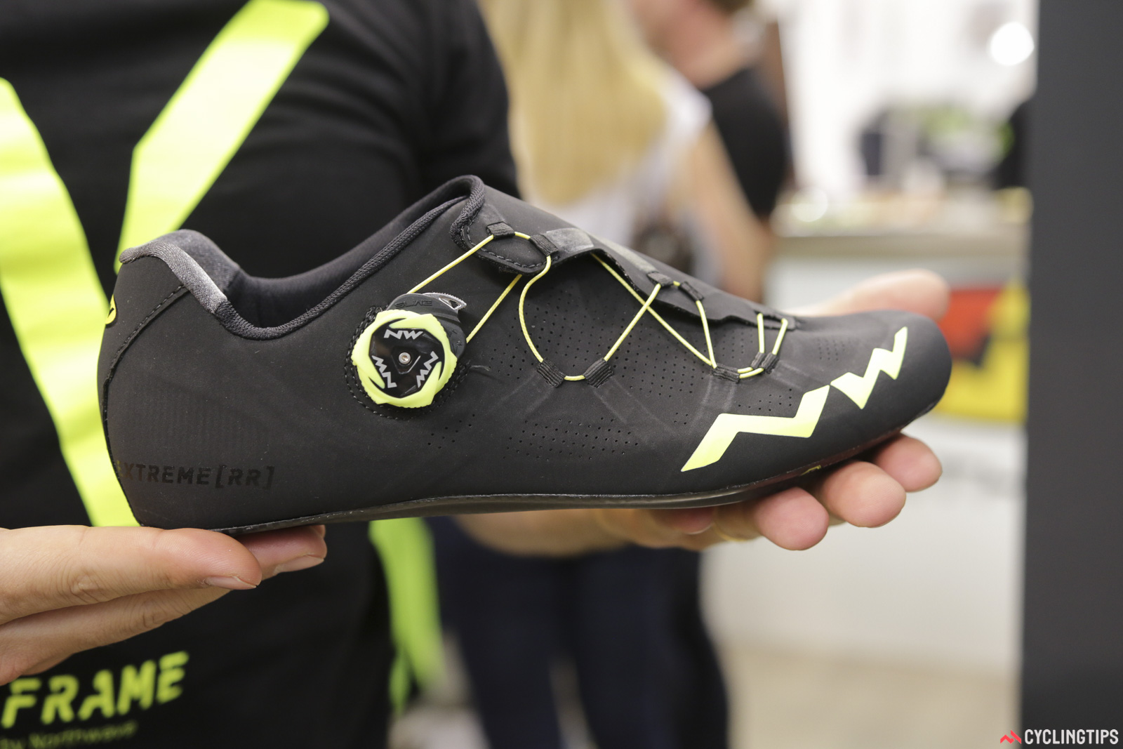While at the NorthWave booth we spotted the new 'Extreme RR'. Sitting at a 15/15 for sole stiffness, this top-tier NorthWave shoe uses a single ratchet mechanism to wrap the shoe around the foot. The mechanism actually pulls the wire from both directions for even tightening, while the material loops are subtly reinforced along the soft upper. Two foot beds are included to change the volume of the shoe, while the wrap-around nature of the upper is said solve the need for width choices. They're claimed at 220g a shoe (EU42) and will retail for €369. Photo: David Rome.