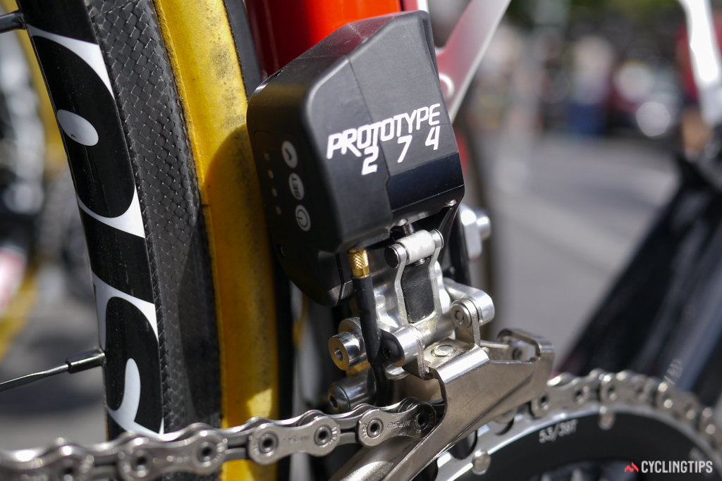 Four indicator lights are positioned to the left of the three buttons on the front mech.