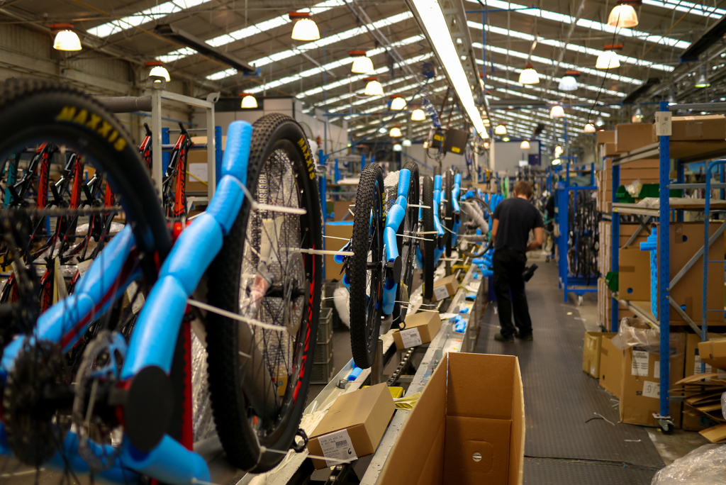 Asembaly is one long convayer belt where each bike is taken care of by a siingle person.
