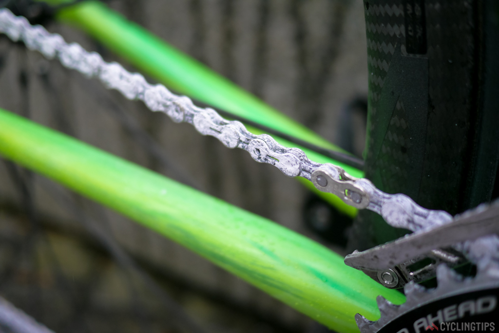 A closer look at the UFO (Ultra-Fast Optimised) chain by Ceramic Speed.