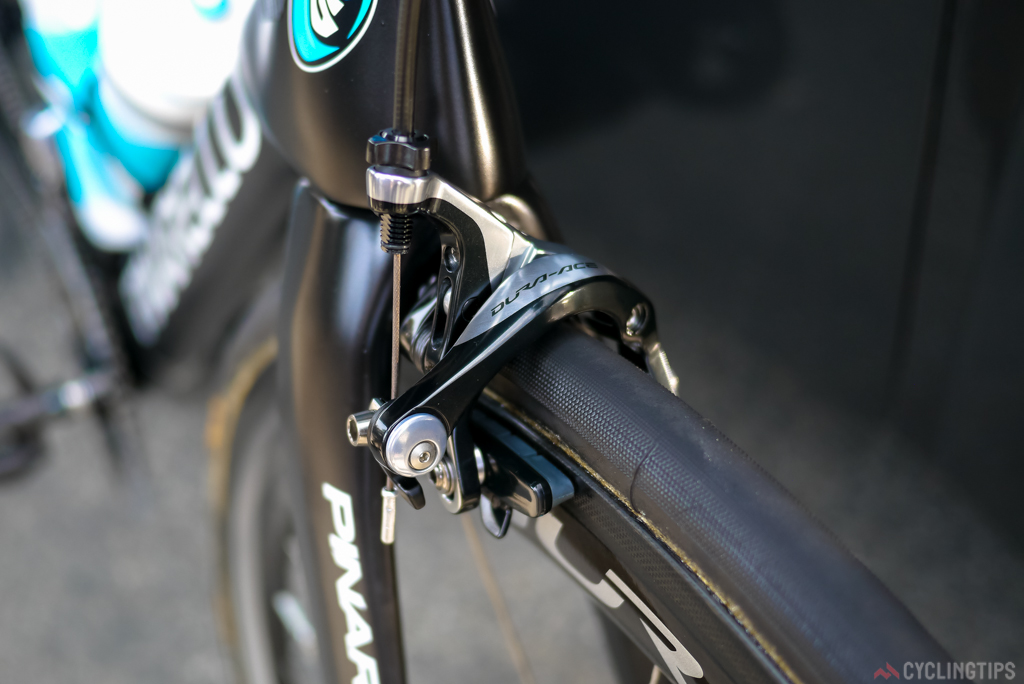 No change to the breaking. Sky still use the stock standard Dura-Ace 9000 callipers, there is yet no sign of the latest incarnation of the Dura-Ace groupset in either mechanical or Di2 appearing in the peloton.
