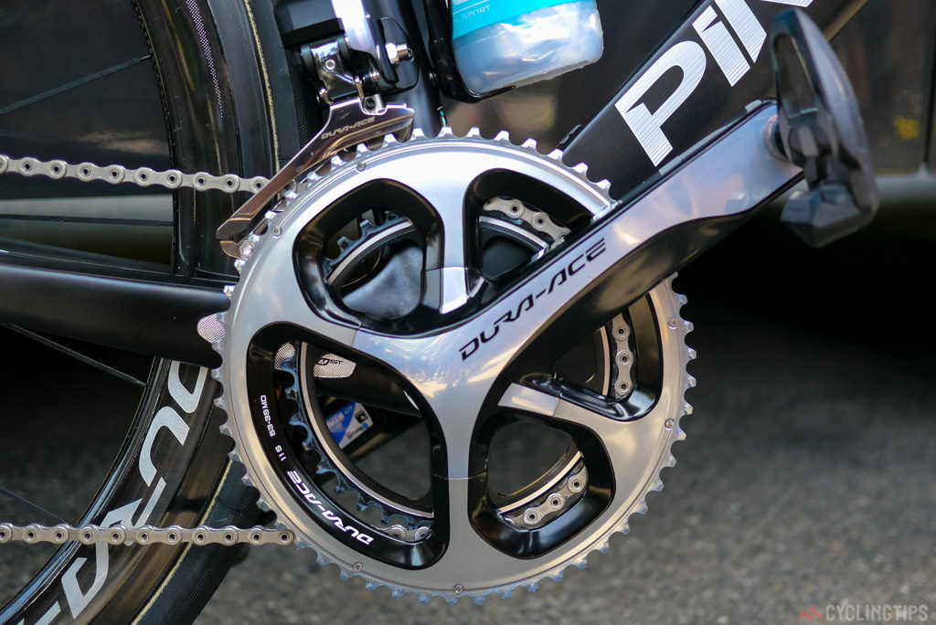 Gerrant was using a 38 inner chainring matched with a 11-28 cassette to tackle the Col d'Aspin. Notice the excessive ammount of chain lube still on the inner chain ring. Outter chainring is a 53 tooth.