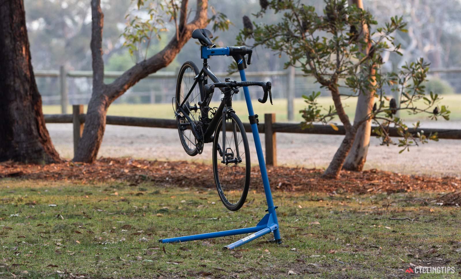 Budget repair stands: Park Tool Home Mechanic PCS-10 with bike