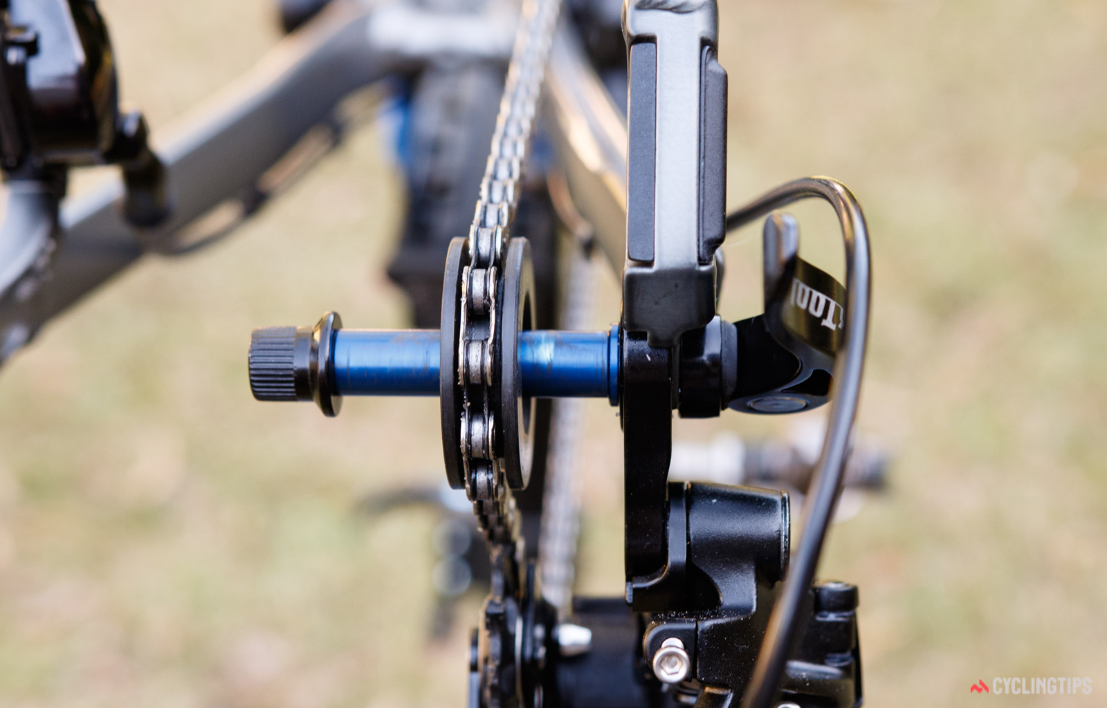 Bike Dummy Hub Tool Quick Cleaning Cycling Bicycle Keepers Chain Holder D4X5