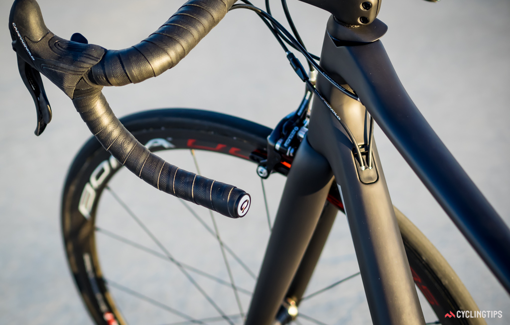Parlee makes use of interchangeable panels that clip into the frame to provide internal routing options for electronic and mechanical groupsets.