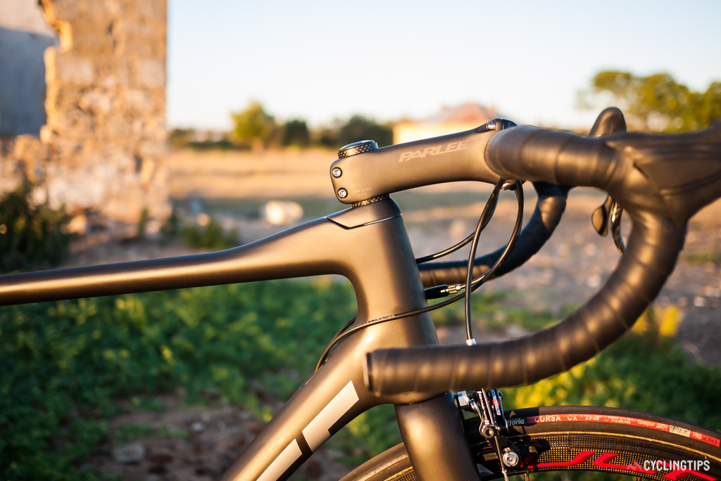 Parlee offers buyers its own carbon stem and bars with an oversized 35mm clamp to go with the Altum.