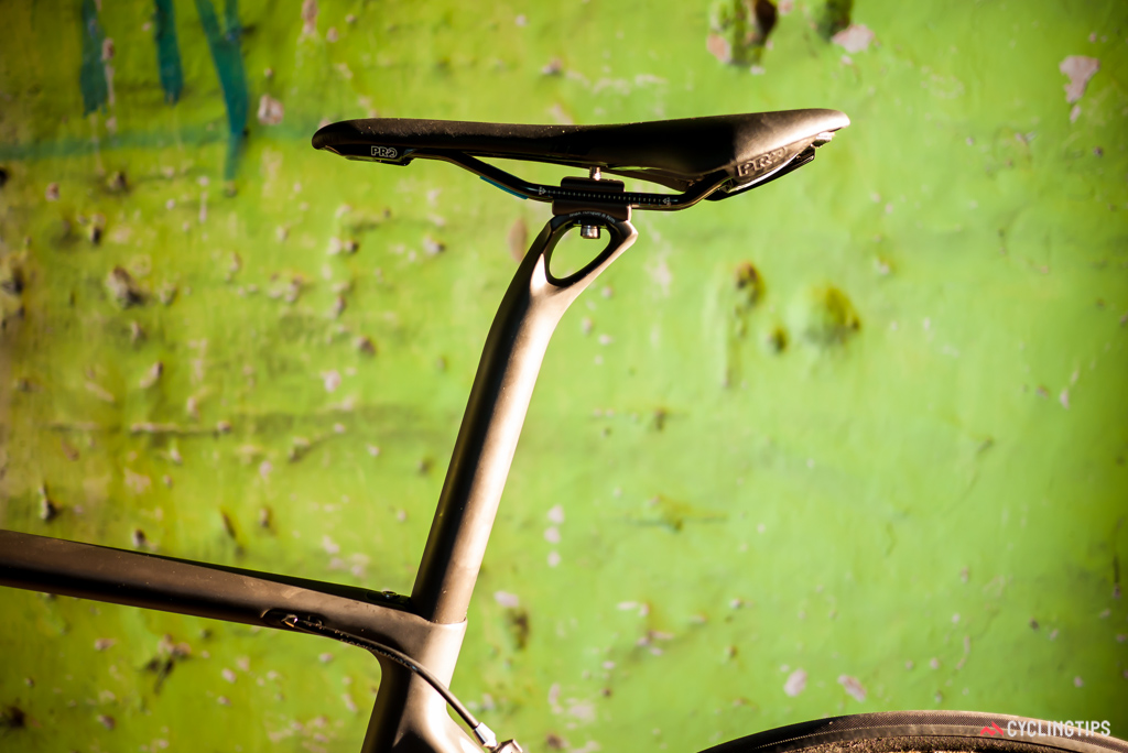 The Altum makes use of an integrated and hidden seatpost clamp to great effect.
