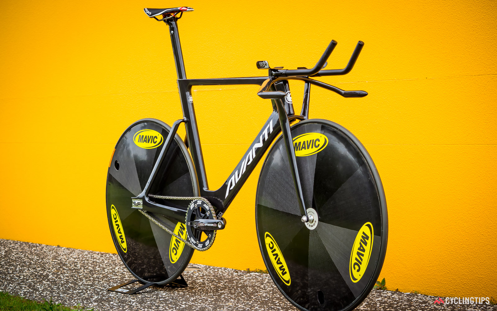 This is the production version of Avanti's Pista Pursuit Team frameset that is going to Rio, however there are no details on what kind of wheels and tyres the New Zealand team will be using.