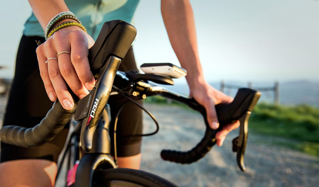 The new levers look far more elegant than any hydraulic road lever SRAM has produced to date.