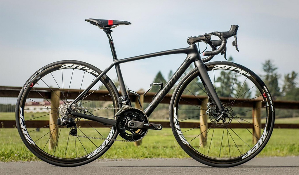 The slimmed-down body and more curvaceous shape of the new SRAM Red eTap HydroHC levers looks far more in keeping with modern carbon frames. It should also feel better in riders' hands, too.