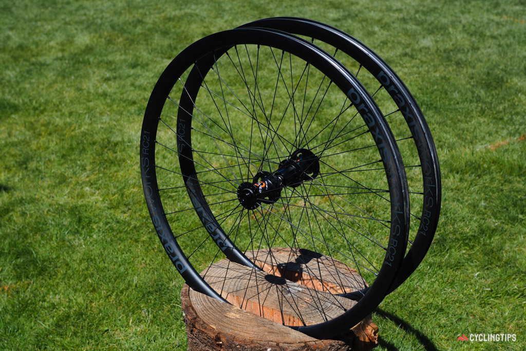 Praxis's new RC21 carbon road clinchers feature a generous 21mm internal width, a hookless rim design, standard J-bend spokes, and a stout 32-hole spoke count.