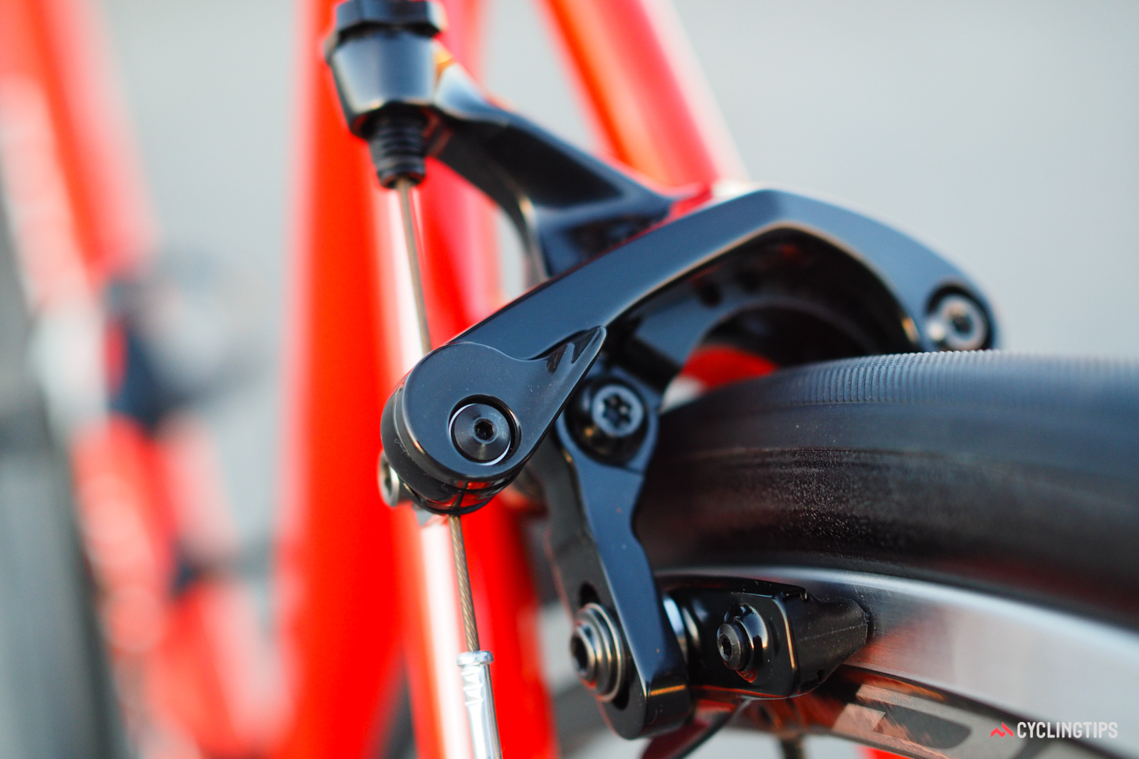 The streamlined quick-release lever lends a newly sleek appearance.