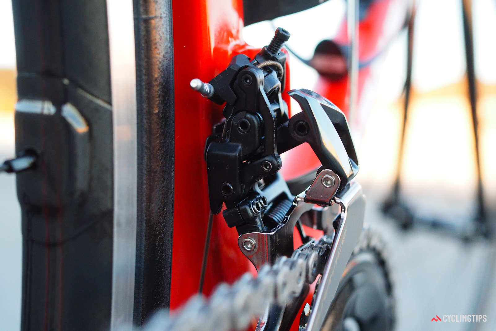 The front derailleur cage operates on one parallelogram linkage, but the cable pulls on its own complex arrangement. This allowed Shimano engineers to more finely tune the cable leverage ratio throughout the range of cage movement, resulting in more precise positionoing and shorter shift lever throws.