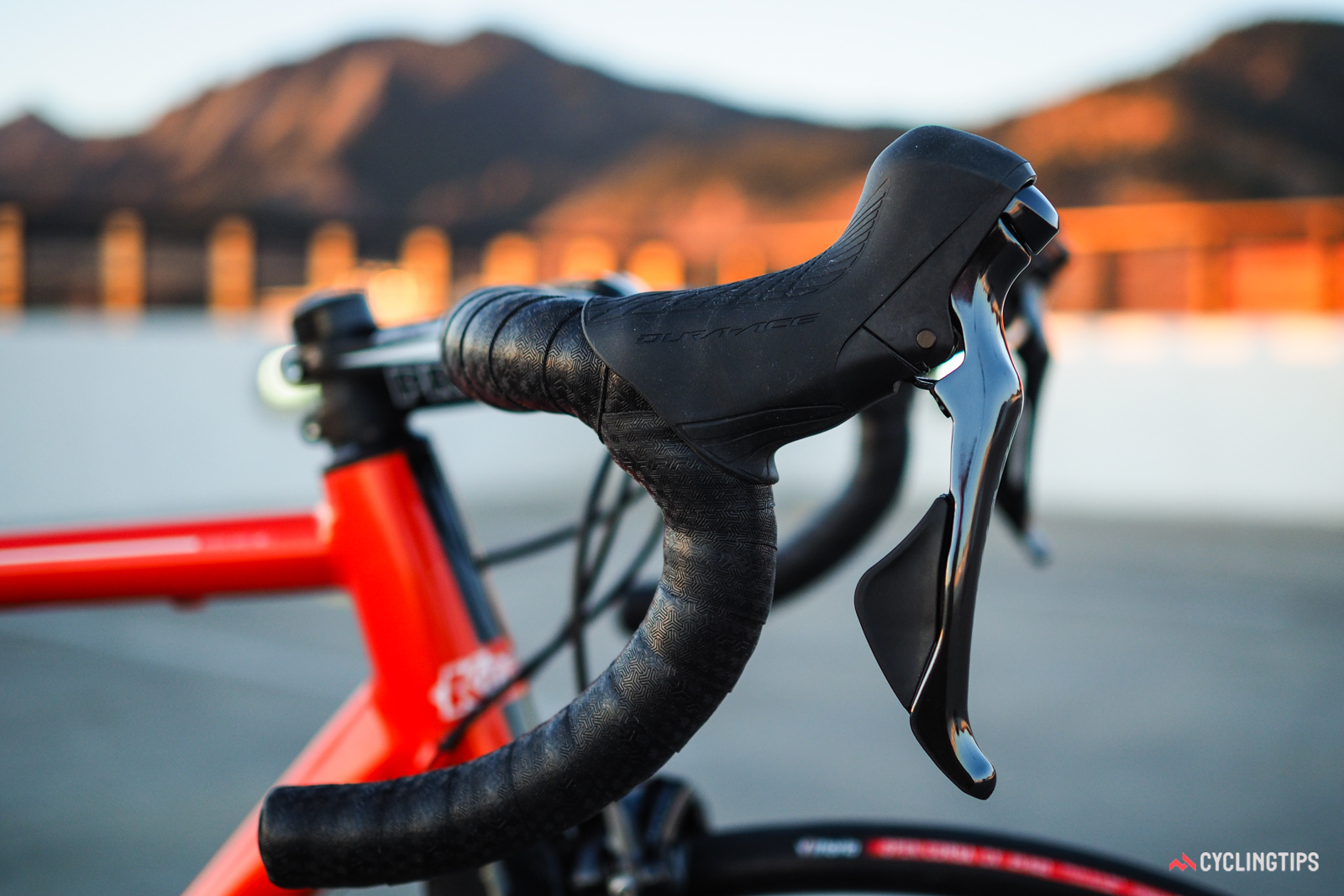 The lever bodies are impressively compact and pleasantly shaped with no sharp edges. Brake lever reach is set shorter straight out of the box, too.