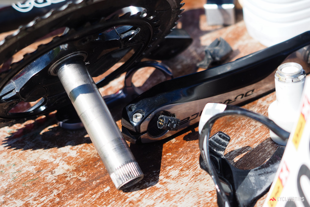 Whereas Pioneer's dual-sided power meter is fully wireless, Shimano's development mule physically appears to connect the two sides together with a four-pin plug. This would reduce system complexity with just one transmitter and battery required throughout, and should theoretically improve reliability.