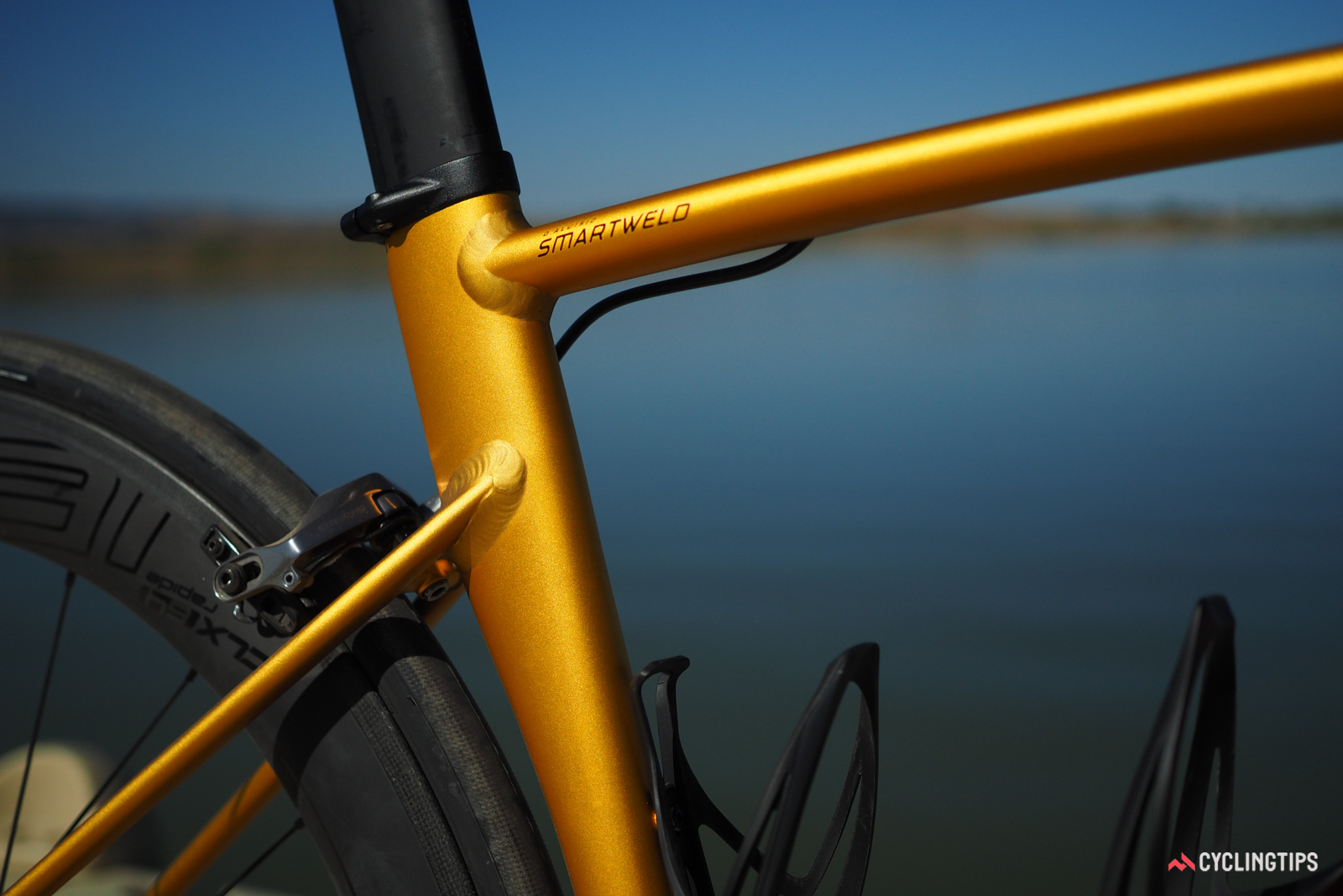 Specialized infuses the Allez DSW SL with a few aero details, such as the deep-section seat tube (and matching saetpost), and a triangular-profile down tube.