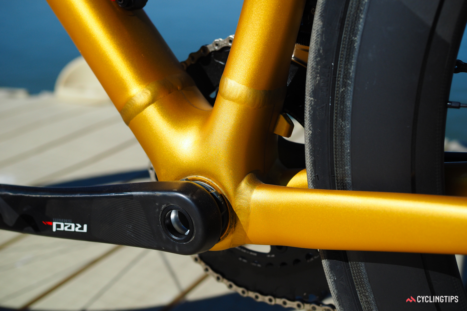 The lines around the bottom bracket on the Specialized Allez DSW SL closely resemble those of the carbon Tarmac - and not coincidentally, Specialized says the stiffness numbers of the two frames are virtually identical.