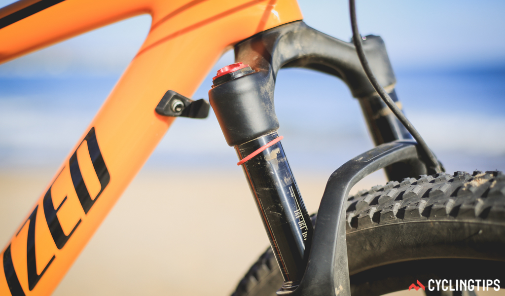 Rather than go to efforts for the downtube to clear the fork crown, Specialized just worked on ways to protect the frame in case of accident. As a side perk, the brake levers and shifters can't smash into the top tube either