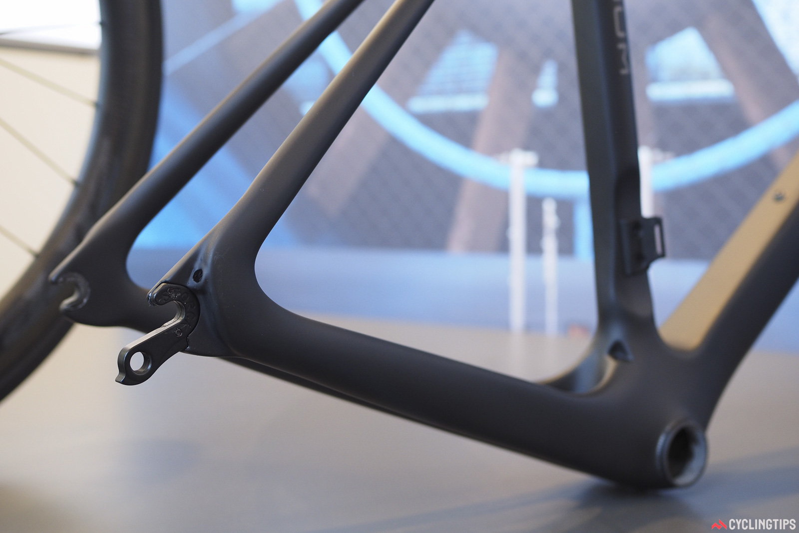 The huge chainstays on the new Storck Fascenario.3 loop cleanly around at the dropouts into the seatstays. The rear-entry dropouts are typical for Storck road frames. Photo: James Huang.