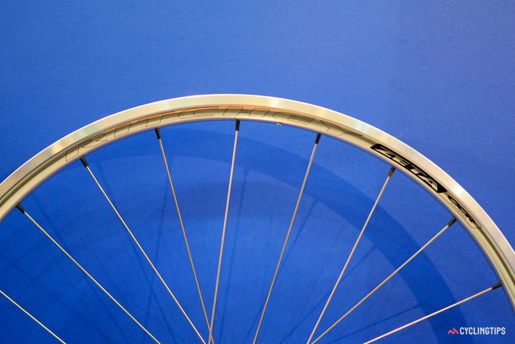 The 17mm-wide (internal width) aluminium rims are tubeless compatible.